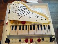 ピアノ型のショートケーキ